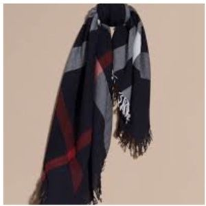 BURBERRY MERINO WOOL HOUSE CHECK SQUARE SCARF.